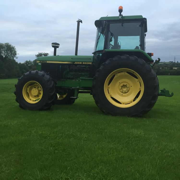 John-Deere-3350-tractor-a